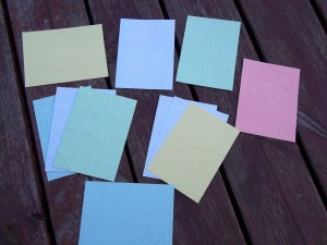 2013-08-20-cadeaux-scrapbonheur-papiers-embosses-300x225